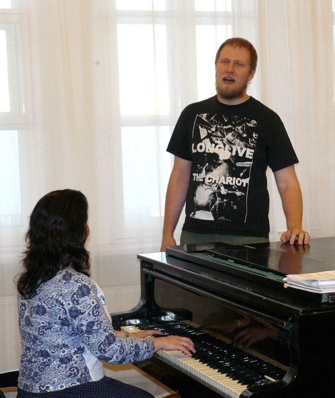 Как научится петь в домашних условиях если нет голоса? 35
